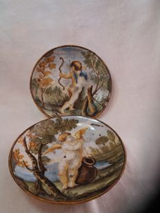 Pair of majolica plates ''Castelli'' made in Italy in the late 18th century