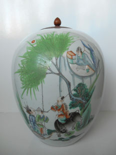 Beautifully decorated ginger jar with wooden lid - China - early 20th century