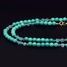 Yellow gold, 18 kt/750 – Turquoises and apatite necklace – Length: 71 cm