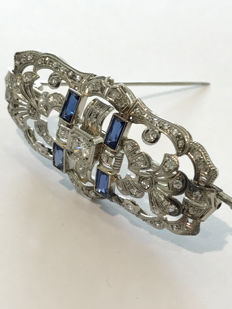 Art Deco tablet-style brooch with diamonds and synthetic sapphires