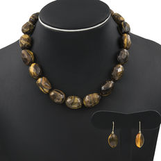 18 kt gold. 925/1000 silver. Choker and earring set. Amber. Tiger's eye.