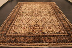 Magnificent handwoven oriental carpet, Indo Nain, 258 x 355cm, made in India at the end of the 20th century