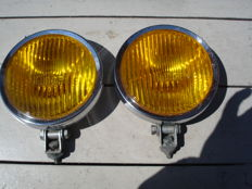 Two used FOG LIGHTS with dark yellow glasses with a diameter of 160 mm, from the 1970s and 1980s