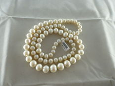 Necklace with large pearls arranged by size – 80 cm