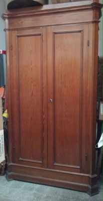 Large pitch-pine cupboard with doors - Italy, first half of the 20th century