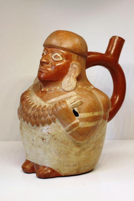 A pre-Columbian anthropomorphic stirrup vessel in earthenware – height : 20.6 cm