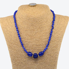 18 kt .750 yellow gold necklace with sapphire  – Length: 52 cm