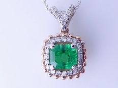 Diamond pendant with a natural  columbian  cut  green emerald  and 27 diamonds total 0.25 ct
