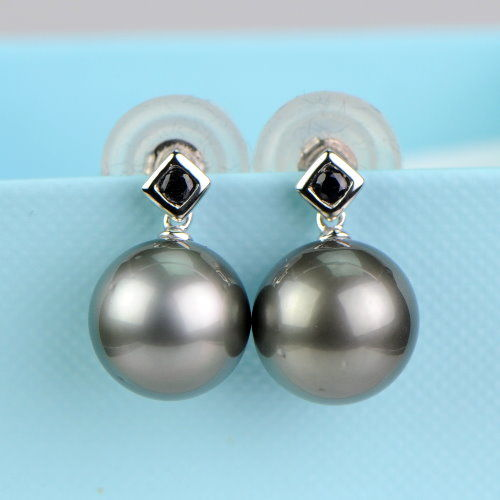 Gold earrings with Tahitian pearls – 10.8 to 11mm – 14 kt white gold