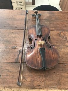 Violin front the early 1800 - Fiedler Praga - Bow and case