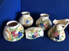 Pottery Huizen - Five vases 'Huizerbont' (traditional pattern)