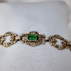 Art Nouveau handcrafted bracelet with 4 green Tourmaline's approx. 6,4 ct. total and natural seed pearls, circa 1900