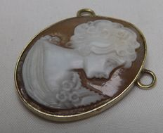 Gold (18 kt) - Cameo mounted on a Gold oval pendant - Size: 30 x 25 mm