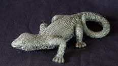 Large silver lizard made of synthetic resin - 28 cm