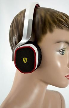 Ferrari R200 headphones with original Box, F1, Never been worn, 2016