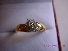 A golden ring with diamonds - 750/1000-0.27 ct