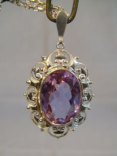 Victorian pendant with 18 ct purple spinel on a silver necklace