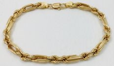 18 kt .750 yellow gold. Combined mesh cord bracelet. 19 cm. Weight: 7.95 g.