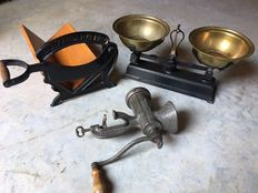 Beautiful lot with old kitchen machines - Bread cutter, meat grinder, and scale