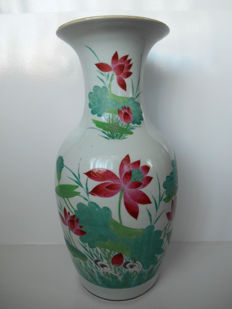 Baluster vase with decorations of lotus flowers - China - early 20th century