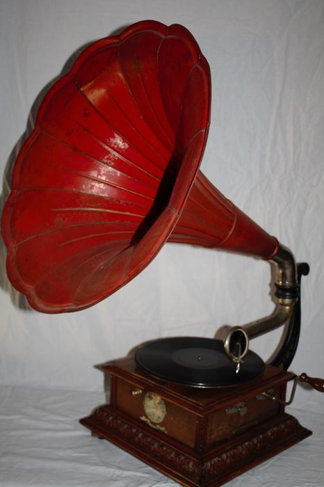 Horn Gramophone Pathe no. 4, red horn and wooden carved casing, France +/-1917