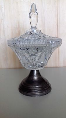 Cut crystal cup with lid
