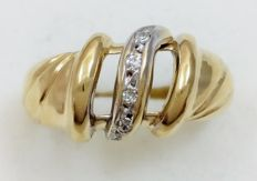 Yellow and white gold ring with 5 diamonds Weight: 3.98 g