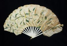 """A hand painted paper, bone and wax flowers Jenny Lind type fan, """"Palmetas"""" - Spain, 19th century"""