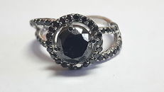 Ring in 14kt white gold with black diamonds totalling 2.25 ct - Size: 15