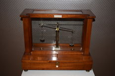 Becker's Sons pharmacy scale, second half of 19th century