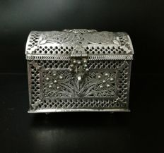 Precious and ancient small silver box  of  filigree of Cordoba, Spain, Late 19th century.