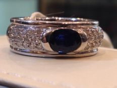 Ring with 0.44 ct brilliant cut diamonds and 1.00 ct sapphire