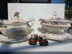 Made in Italy - 2 soup tureens with lid, ladle and underplate + 2 cute children's shoes