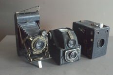 1 Zeiss ikon tengor box 54/2 (1933)  and 2 Houghton Ensign cameras 1935 and 1952