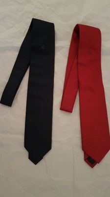 Ferrari - Lot of 2 hand-sewn ties - Colour blue and red with Jacquard finishes