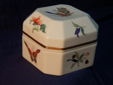 A Vista Alegre Colection Ceramic Box With Cover - Model Luanda Samatra