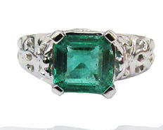 Emerald Solitaire Ring 18 kt White Gold IGL Report-Emerald Ring – Weight 5.44 g-Ring Size: 4.3/4 (US size) -Re-sizing free of charge