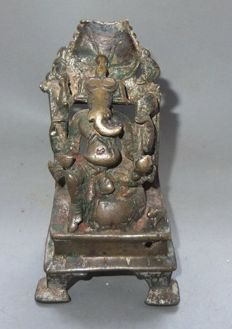 A great, antique Ganesha in bronze - Nepal/India - 18th century.
