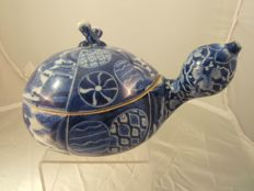 Shonsui style Arita blue & white porcelain tureen in shape of a gourd - Japan - Meiji period