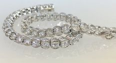 White gold tennis bracelet with 51 brilliant cut diamonds of approx. 2.55 ct in total – length: 18.5 cm
