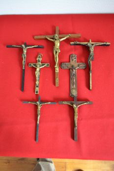 Lot of crucifix, 1 pectoral cross--5 in solid bronze, 1 copper, 1 gold metal - France - 19th and 20th