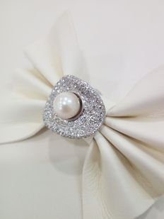 750 white gold ring with Akoja cultivated pearl (8.5 mm) and natural diamonds Approx. 3.50 ct - Size 11