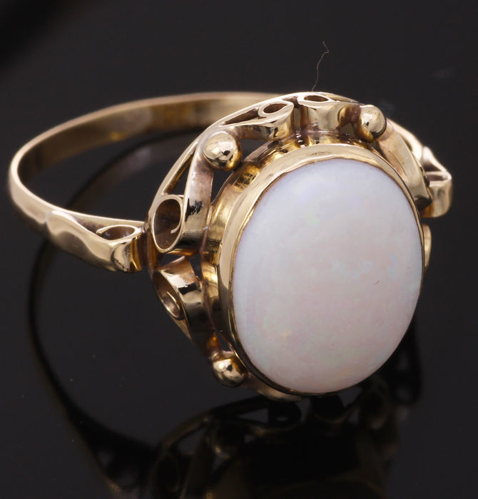 14 kt gold ring set with opal – size 20