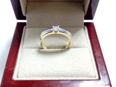 18 kt gold cocktail ring and diamonds – Measurement N17, weight 2.55 g