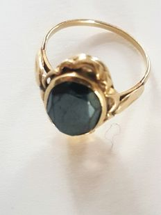 14 kt yellow gold ring with hematite - size 17.5