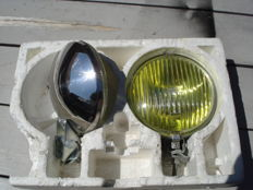 Two new FOG LIGHTS brand RAYDYOT type 19 URR13. With a diameter of 150 mm, from the 1970s and 1980s.