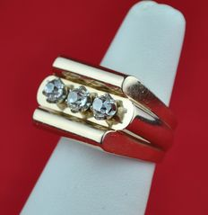Art Deco 18 K Pink gold ring with 3 diamonds  (total +/- 1.00 ct), E.U Size 52