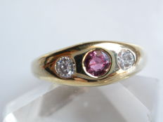 18 kt gold ring - ruby - 0.20 ct brilliant - ring size 49