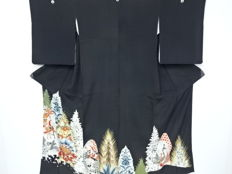 A kuro - tomesode kimono, with peacock pattern and gold thread embroidered flower pattern - Japan - Early 20th century