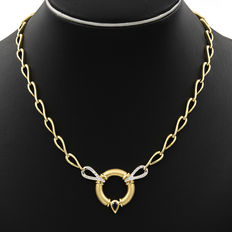 18 kt yellow gold – Bi-colour choker with double safety chain – Brilliant cut diamonds of 0.60 ct – Pear cut sapphire of 0.50 ct – Length 44 cm